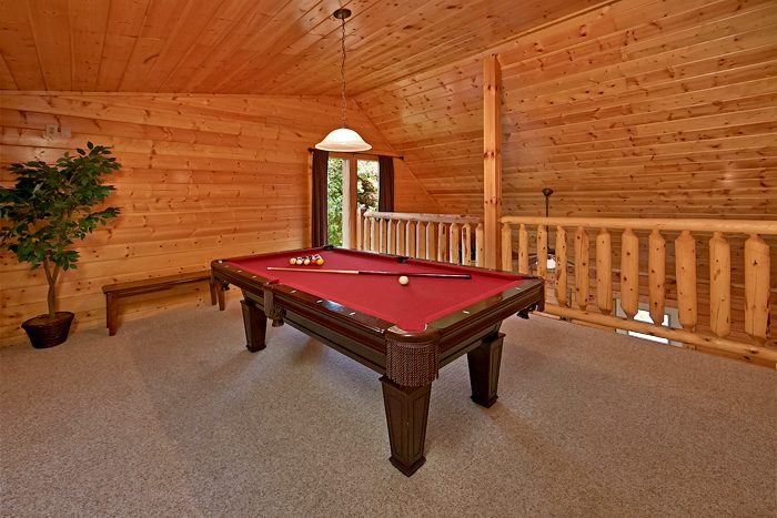 Rustic Pigeon Forge Cabin with a Pool Table - Sparkling Dreams