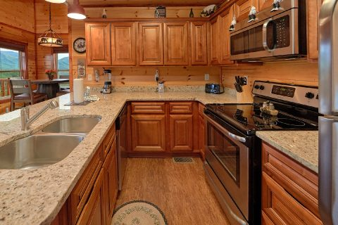 Fully Furnished Kitchen in Luxury Rental Cabin - Splash Mountain Lodge