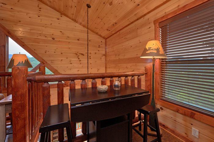 Spacious 2 Bedroom Cabin with Game Loft - Splash Mountain Lodge