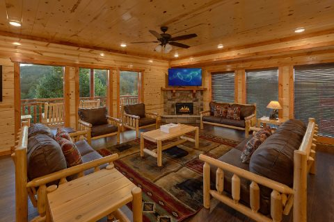 6 Bedroom Cabin with WiFi Sleeps 17 - Splashin On Majestic Mountain