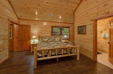 Spacious King Bedroom with Flatscreen TV - Splashin On Majestic Mountain
