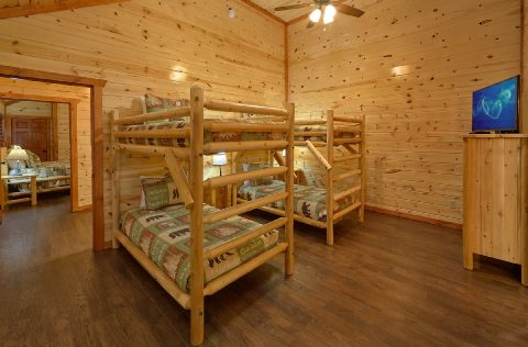 Twin Bunkbeds with Flatscreen TV - Splashin On Majestic Mountain