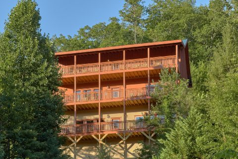 Luxury 6 Bedroom Cabin in Smoky Mountain Ridge - Splashin On Majestic Mountain
