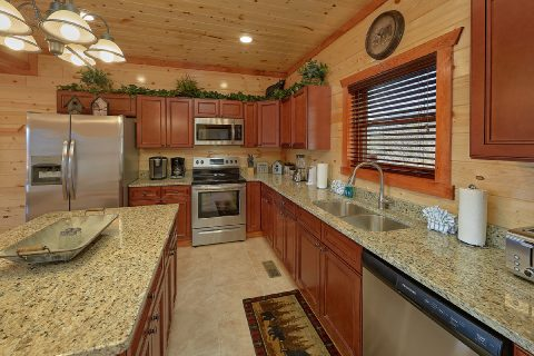 6 Bedroom Cabin with Fully Equipped Kitchen - Splashin On Smoky Ridge