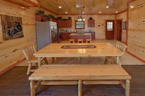 Smoky Mountain Cabin with Large Dining Area - Splashin On Smoky Ridge