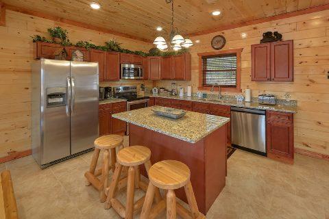 Spacious Bar and Fully Equipped Kitchen - Splashin On Smoky Ridge
