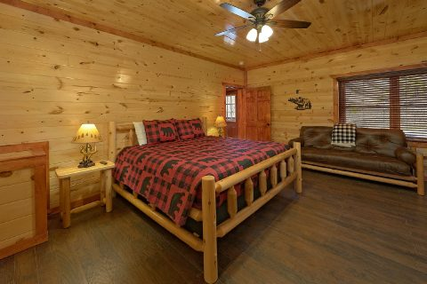 King Suite with Cable TV and Connecting Bathroom - Splashin On Smoky Ridge