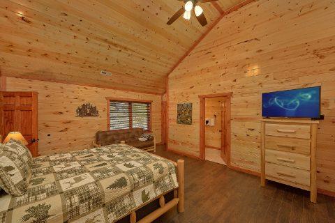 King Bedroom with Flatscreen TV Sleeps 17 - Splashin On Smoky Ridge
