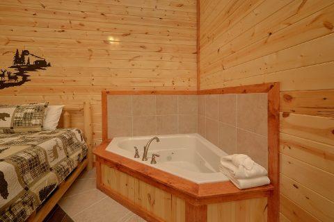 Master Bedroom with King Bed and Jacuzzi - Splashin On Smoky Ridge
