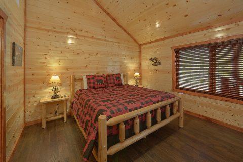 King Bedroom with Flatscreen TV - Splashin On Smoky Ridge