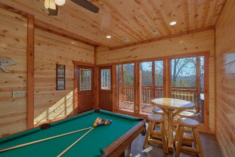 Luxury Cabin with Private Indoor Pool Sleeps 17 - Splashin On Smoky Ridge