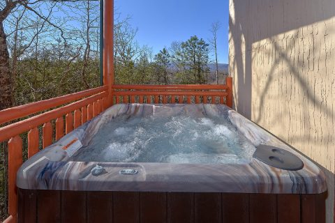 Luxury 6 Bedroom Cabin with Large Hot Tub - Splashin On Smoky Ridge
