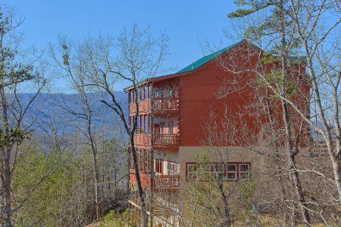 Pigeon Forge Cabin with Mountain View Sleeps 17 - Splashin On Smoky Ridge
