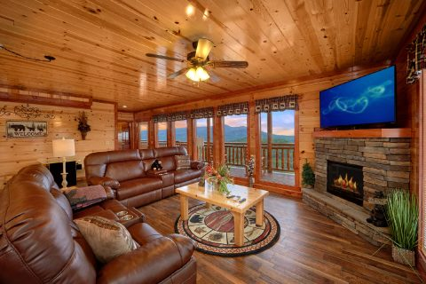 6 Bedroom Cabin with a Fireplace - Splashin' With A View