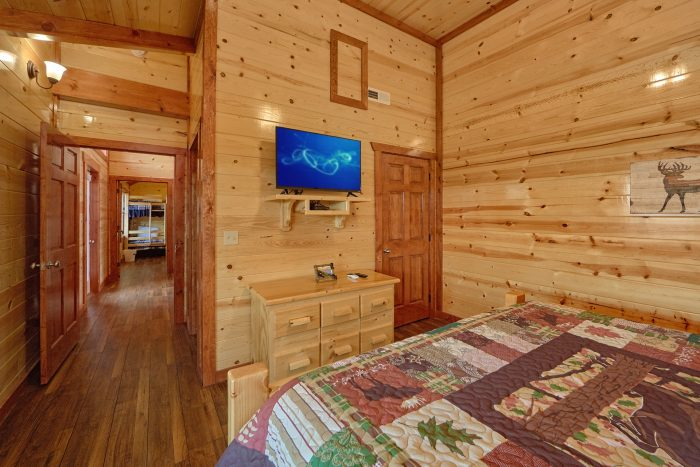 Smoky Mountain Cabin with 6 Bedrooms and 6 Baths - Splashin' With A View
