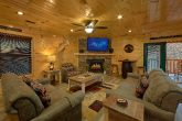 4 Bedroom cabin with fireplace in living room