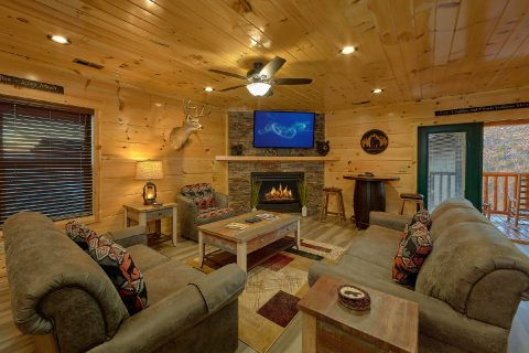 4 Bedroom cabin with fireplace in living room - Splashing Bear Cove