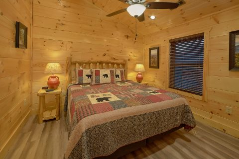 Luxury cabin with Private King Bedrooms - Splashing Bear Cove