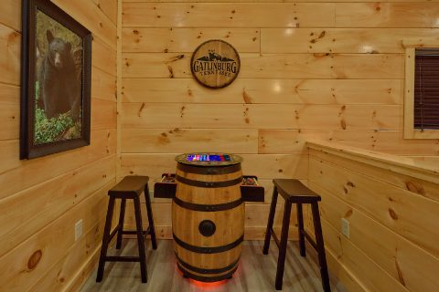4 Bedroom cabin Game Room with Arcade Games - Splashing Bear Cove