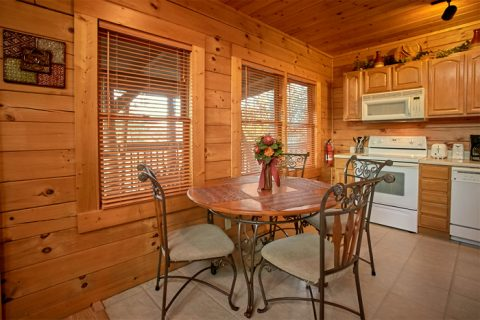 1 bedroom cabin with Dining seats for 4 - Stairway To Heaven