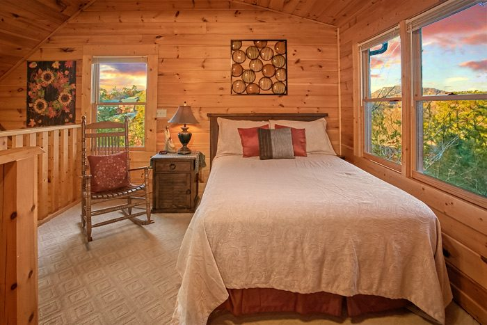 Honeymoon cabin with Queen bed and sleeper sofa - Stairway To Heaven