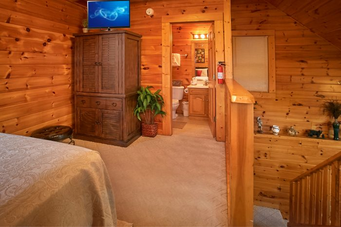 Honeymoon cabin with private bath and hot tub - Stairway To Heaven