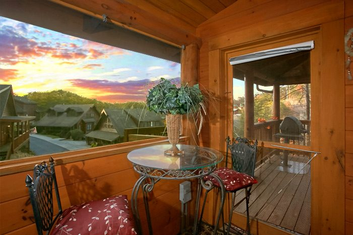 Cabin with hot tub and screened in porch - Stairway To Heaven