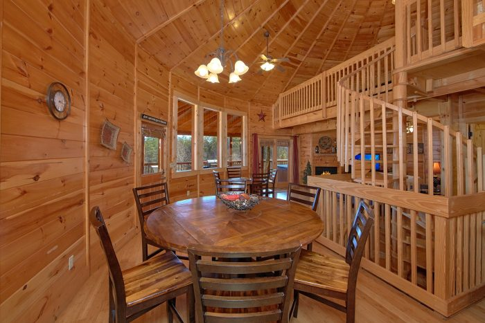 3 Bedroom Cabin with 2 Dining Room Tables - Star Gazer
