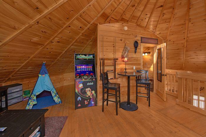 Game Room with Full Bath, Arcade Game and Futon - Star Gazer