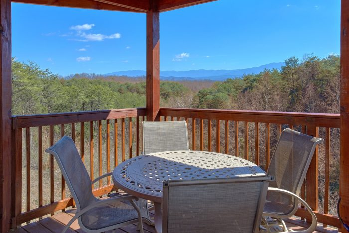 Luxury 3 Bedroom Cabin with 3 Decks and View - Star Gazer