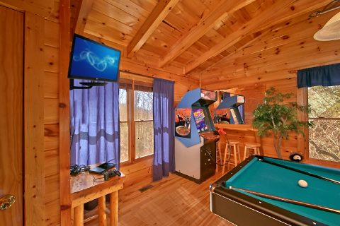 cabin with 2 arcade games - Starry Night