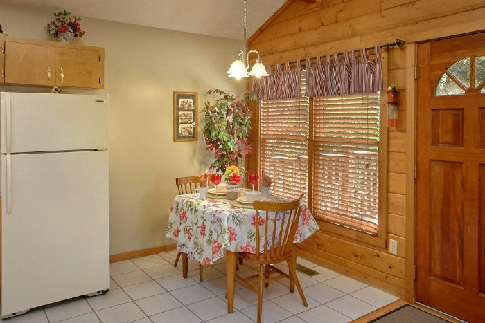 Honeymoon Cabin with Dining Table for 2 - Sugar Plum