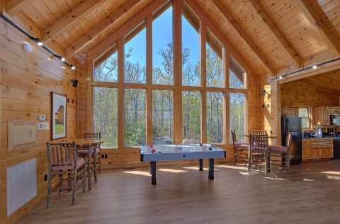 9 bedroom cabin with Air hockey and Game Room - Summit View Lodge