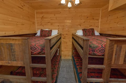 4 Sets of Queen Bunk Beds in 9 bedroom cabin - Summit View Lodge