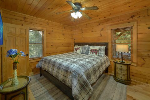 Main Floor Bedroom 3 Bedroom Cabin Sleeps 8 - Sweet Mountain Air