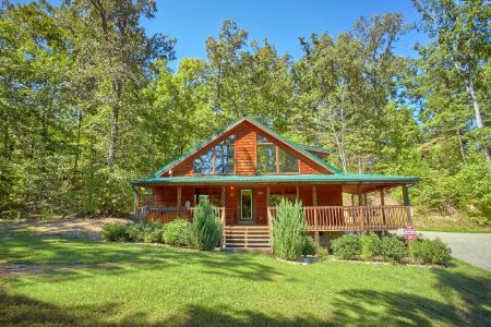 Flying Bear: 2 Bedroom Pigeon Forge Cabin Rental
