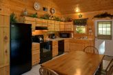 Luxury Cabin with Full Kitchen and Dining Room