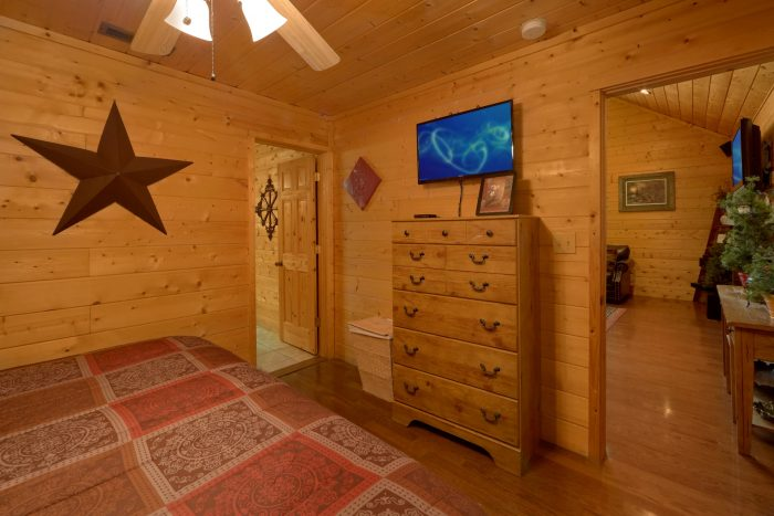 King Bedroom with TV and Private Bathroom - Sweet Seclusion