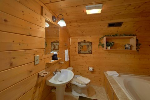 Private Jacuzzi Tub in 2 Bedroom Cabin - Sweet Seclusion