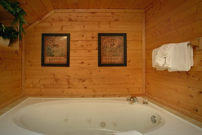 2 Bedroom Cabin with Pool Table and Loft Area - Sweet Seclusion