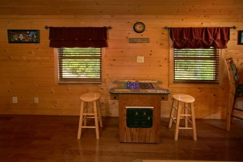2 Bedroom cabin with Game room and Arcade - Sweet Seclusion