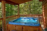 Secluded 2 bedroom cabin with Hot Tub