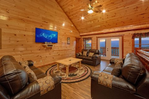 6 Bedroom Cabin with an Upper-Level Living Room - Swimmin' In The Smokies