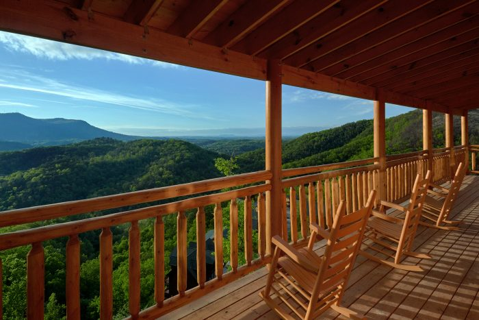 Cabin with 3 Private Decks - Swimmin' In The Smokies