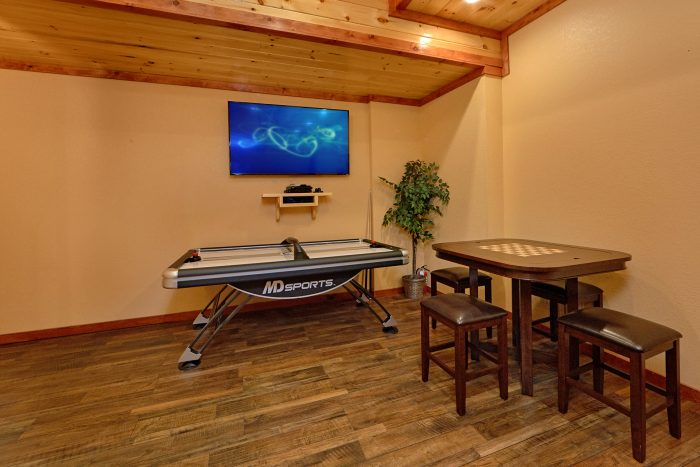 6 Bedroom Cabin with a Card Table in Game Room - Swimmin' In The Smokies