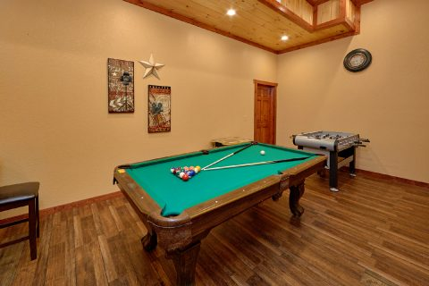 6 Bedroom Cabin with a Pool Table - Swimmin' In The Smokies