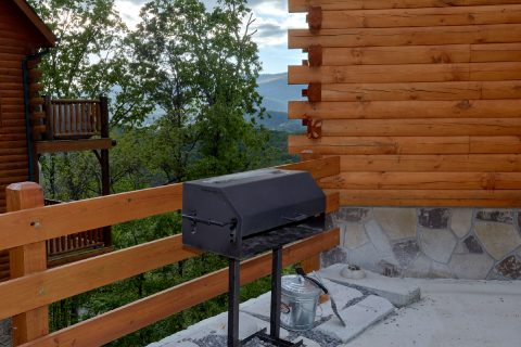 6 Bedroom Cabin with a Grill - Swimmin' In The Smokies