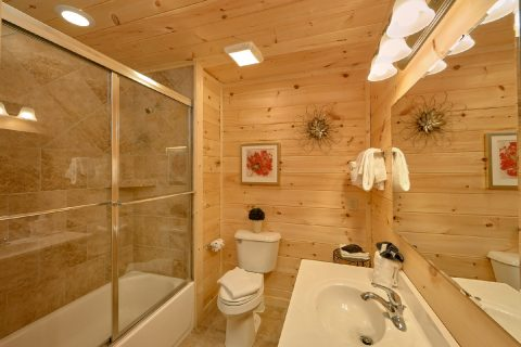 Luxurious 1 Bedroom Cabin 2 Bath Sleeps 6 - Swimming Hole