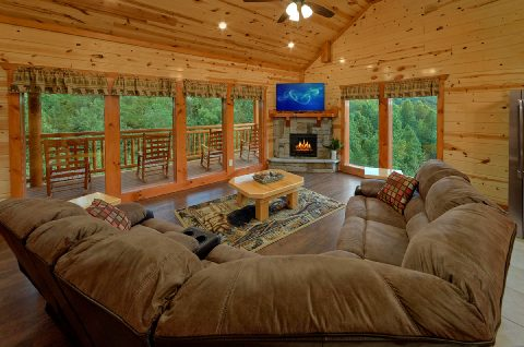 6 Bedroom Cabin with Gas Fireplace and TV - Swimming in the Smokies