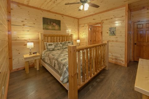 Spacious King Bedroom Sleeps 14 - Swimming in the Smokies